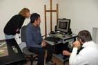 LM ISC LIMIS skaitmenintojas-fotografas seminaro dalyviams demonstruoja didelių formatų meno dirbinių skenavimą. R. Strolytės nuotr.