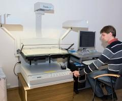 Specialist A. Mazalas is scanning a publication with Bookeye scanner. © D. Mukienė