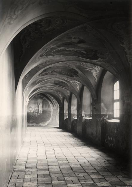 Šv. Dvasios vienuolyno koridorius. 1937. Fotopopierius, fotografija, h / pl. - 16,4 x 11,5 cm