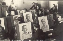 Tapybos studijoje piešimo užsiėmimą veda dėstytojas Jonas Šileika. 1926 m. Kaunas. Fotografas nežinomas ©Lietuvos dailės muziejus, Fi-1579