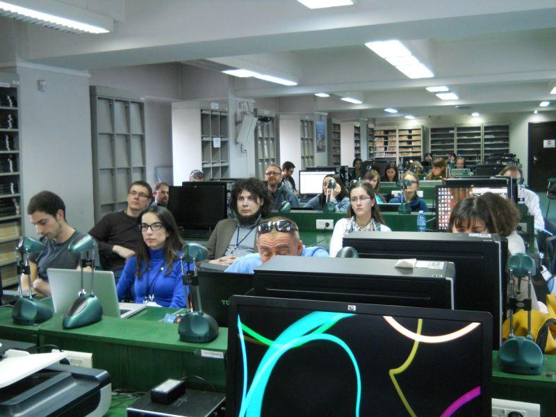 Skaitmeninto kultūros paveldo tolesnio panaudojimo įrankių kūrėjų ir testuotojų susitikimo akimirka. Rumunijos akademijos bibliotekos nuotr.