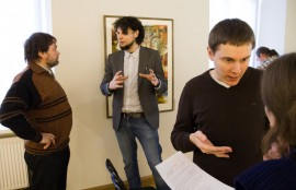 Discussions during the coffee-brake (photo by T. Kapočius).
