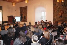 Susirinkusius muziejininkus sveikina Lietuvos dailės muziejaus Meno pažinimo centro vadovė Nideta Jarockienė