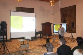 """Justinas Ginaitis (UAB """"BMK"""") supažindina su kino salės muziejuje įrengimu, vaizdo konferenciniais sprendimais ir kt."""